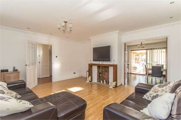 3 Bedrooms Detached House for sale in Haarlem Road, Canvey Island, SS8