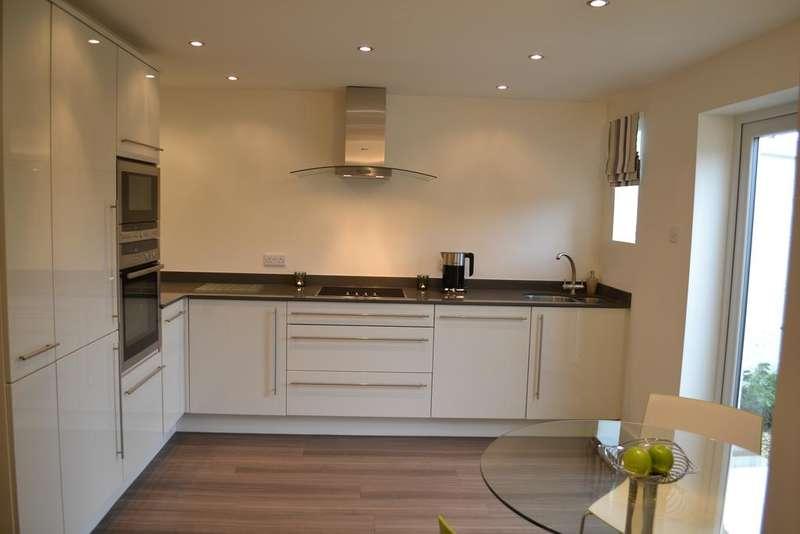 2 Bedrooms End Of Terrace House for sale in Heyhead Street, Brierfield BB9