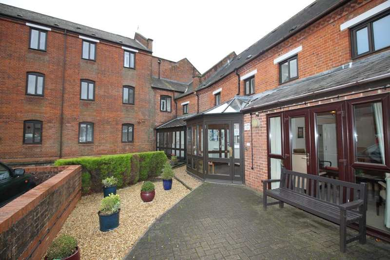 1 Bedroom Retirement Property for sale in town mill, overton rg25