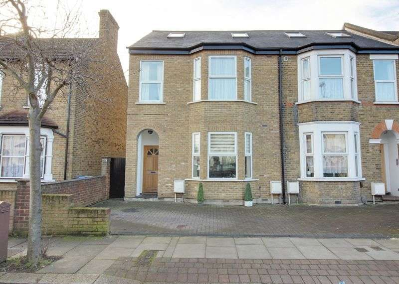 2 Bedrooms Flat for sale in Forest Road, Enfield