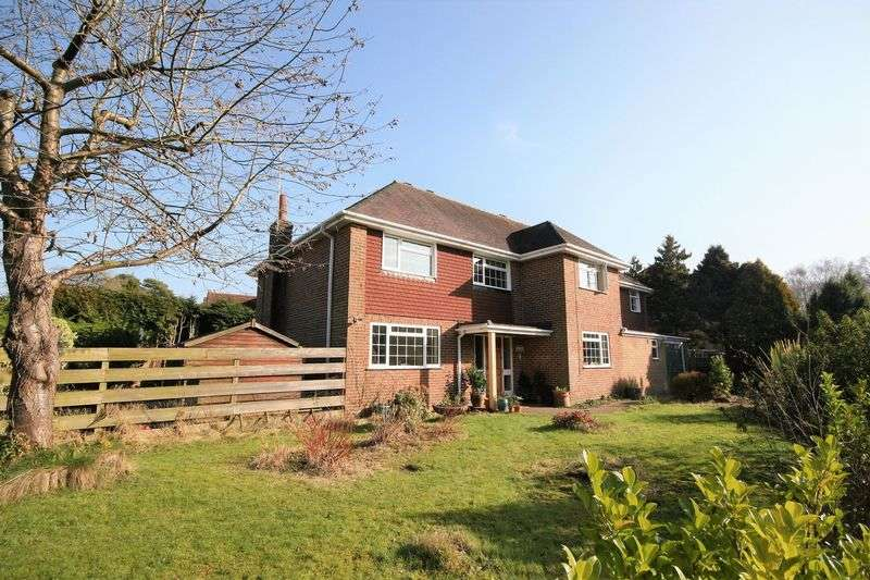 5 Bedrooms Detached House for sale in Swiss Close, Boundstone Road, Farnham