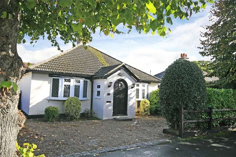 3 Bedrooms Detached Bungalow for sale in Petersham Avenue, Byfleet, Surrey, KT14