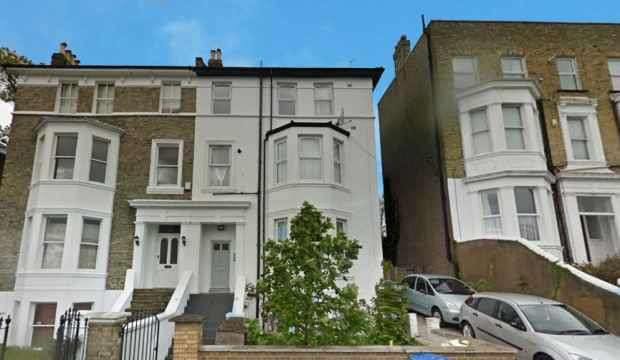3 Bedrooms Flat for sale in Eglinton Hill, London, Greater London, SE18 3DU
