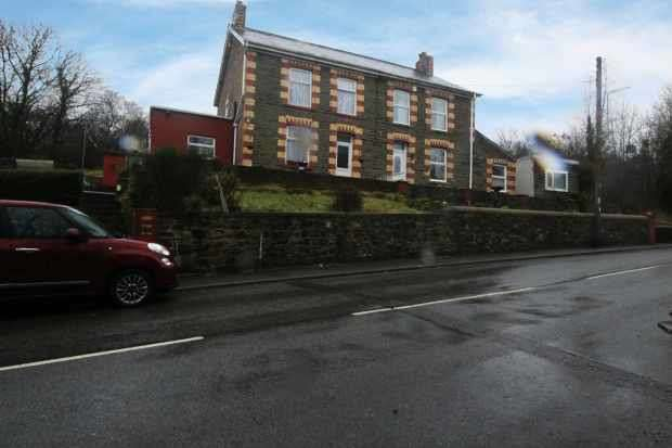 3 Bedrooms Semi Detached House for sale in Bryncerdd Villas, Swansea, West Glamorgan, SA9 1SN