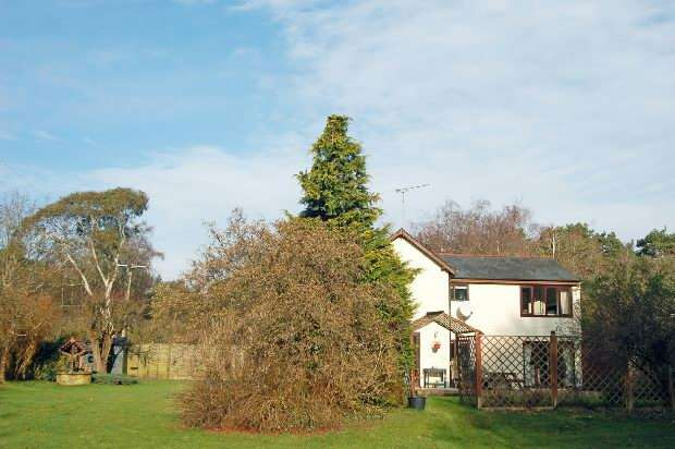 5 Bedrooms Detached House for sale in Avon Causeway, Hurn, Christchurch