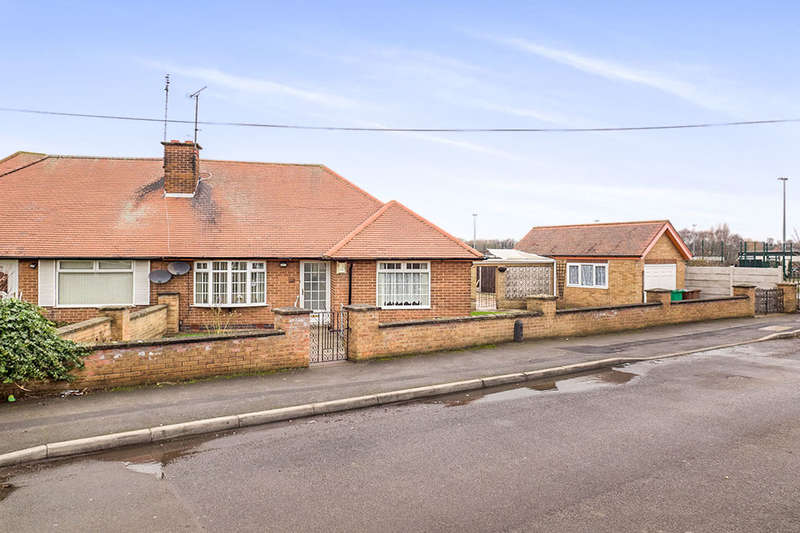 3 Bedrooms Semi Detached Bungalow for sale in Greenwich Avenue, Nottingham, NG6