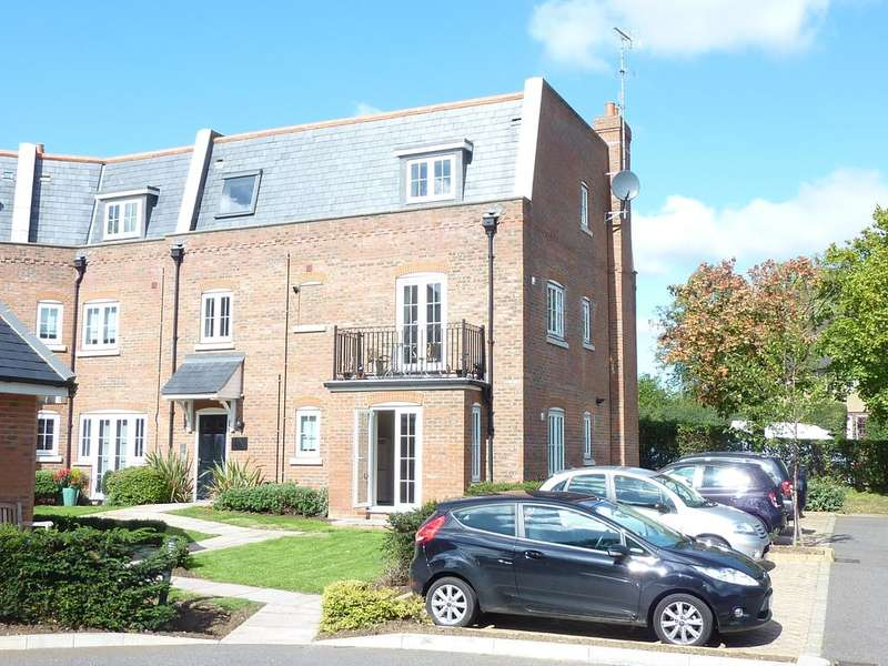 2 Bedrooms Ground Maisonette Flat for sale in Red Lion Court, Hatfield AL9