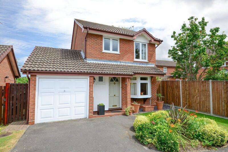 3 Bedrooms Detached House for sale in Spicer Close, Walton on thames KT12