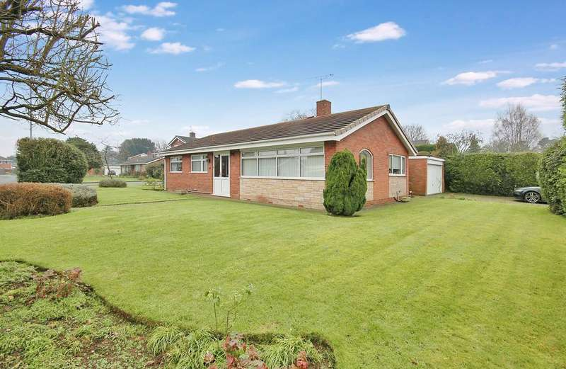 3 Bedrooms Detached Bungalow for sale in Woodcote Road, Tettenhall, Wolverhampton WV6