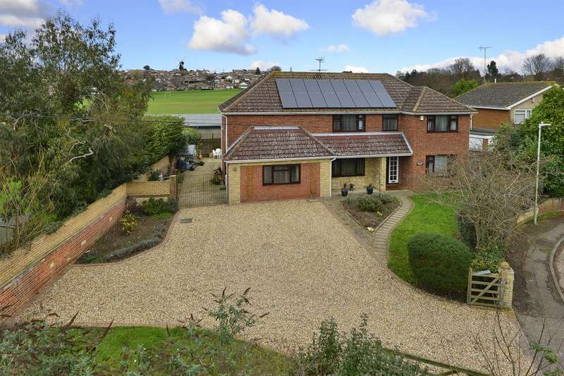 4 Bedrooms Detached House for sale in Benstede Close, Herne, Herne Bay