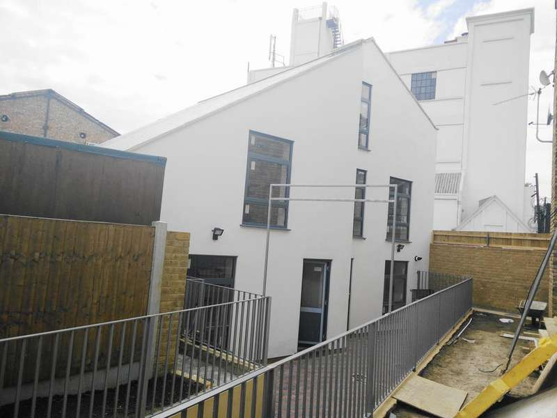 2 Bedrooms Town House for sale in The Little Ilford Village, Little Ilford Lane, Manor Park E12