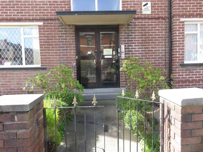 2 Bedrooms Flat for sale in GRASMERE ROAD, BLACKPOOL FY1