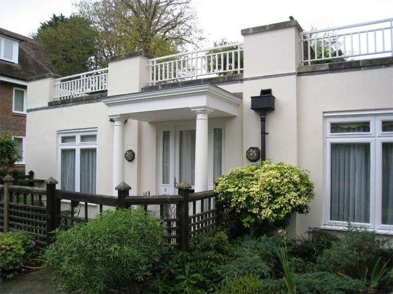 2 Bedrooms Flat for sale in West Overcliff Drive, Westcliff, Bournemouth, Dorset