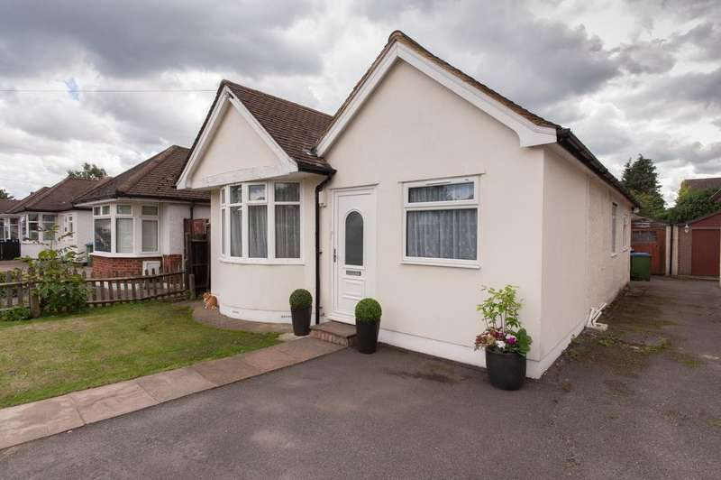 4 Bedrooms Detached Bungalow for sale in Merton Way, West Molesey KT8