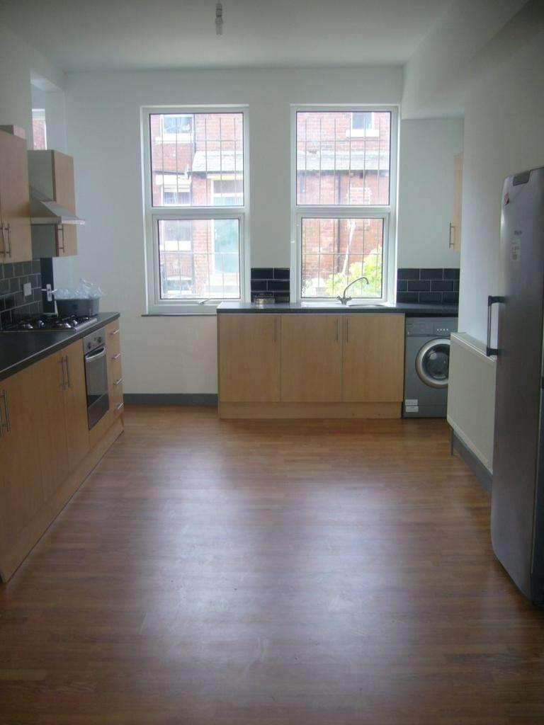 8 Bedrooms Terraced House for rent in Estcourt Avenue, Ls6