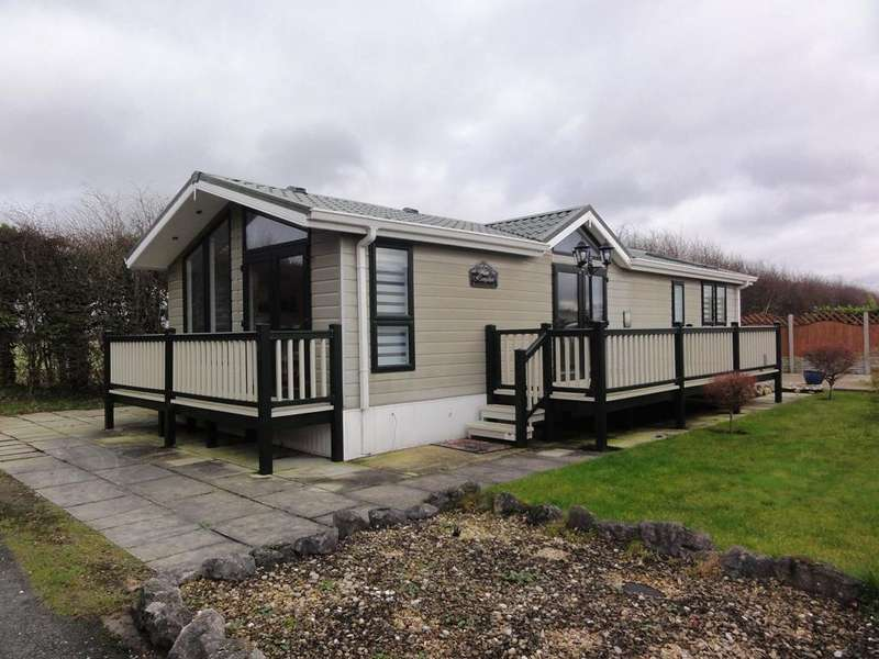 2 Bedrooms Park Home Mobile Home for sale in 263 Shaw Hall Holiday Park, Smithy Lane, Scarisbrick L40