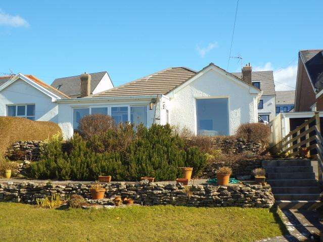 3 Bedrooms Detached Bungalow for sale in Church Close, Ogmore By Sea, Vale of Glamorgan CF32