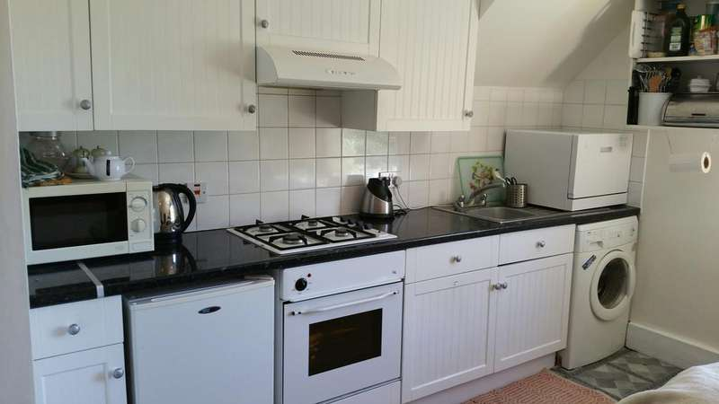 3 Bedrooms Penthouse Flat for sale in Selhurst Road, South Norwood, London SE25