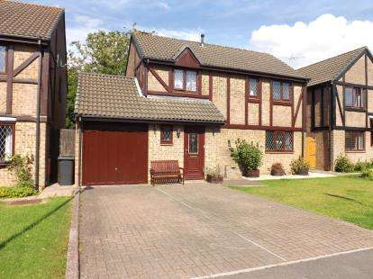 4 Bedrooms Detached House for sale in Sturmer Close, Yate, Bristol, Gloucestershire