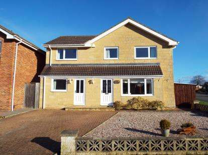 5 Bedrooms Detached House for sale in Tweed Close, Greenmeadow, Swindon, Wiltshire