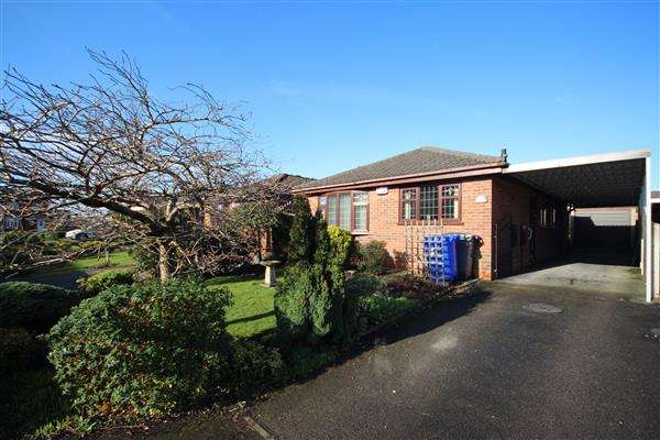 3 Bedrooms Bungalow for sale in Longsdon Grove, Meir Hay, Stoke on Trent
