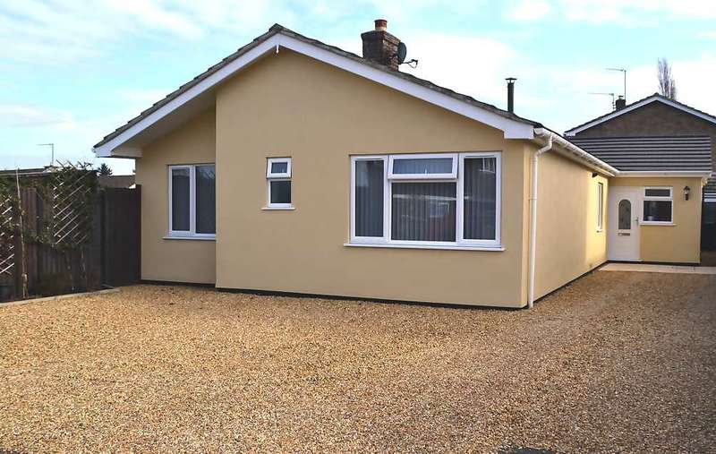 3 Bedrooms Bungalow for sale in Greenacre Close, South Wootton, King's Lynn