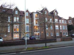 2 Bedrooms Flat for sale in Manor Road, Folkestone