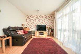 3 Bedrooms Terraced House for sale in Lockwood Close, Sydenham, London, .