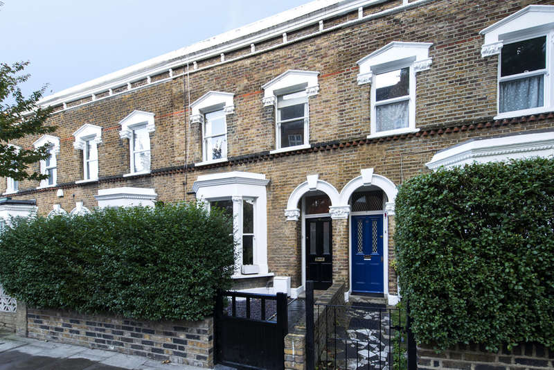 4 Bedrooms Terraced House for sale in Gillespie Road, N5 1LN