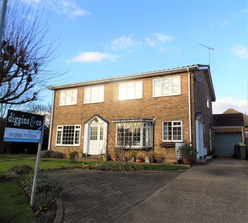 3 Bedrooms Semi Detached House for sale in The Courts, Rayleigh