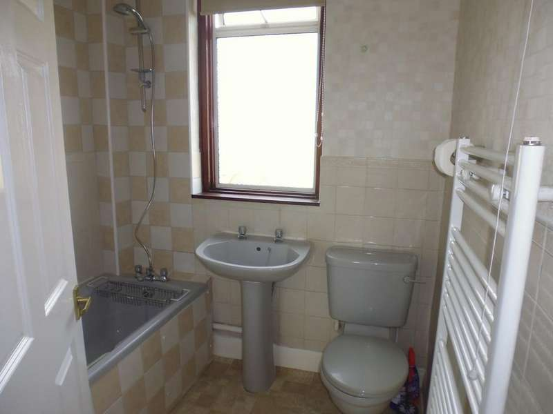 4 Bedrooms Terraced House for rent in Heathview Road, Thornton Heath, Croydon, Surrey cr7
