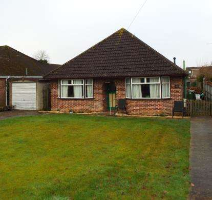 3 Bedrooms Bungalow for sale in Bishopstoke, Eastleigh, Hampshire