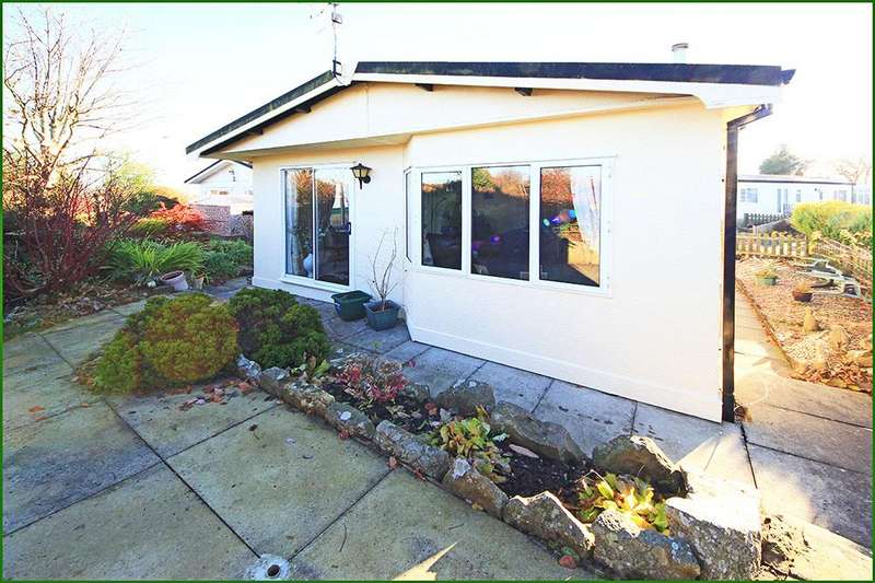 2 Bedrooms Mobile Home for sale in 15 The Dales, Dales View Park, Salterforth BB18 5RL
