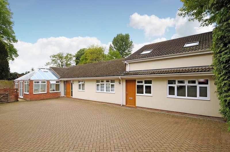 6 Bedrooms Detached Bungalow for sale in Weybridge