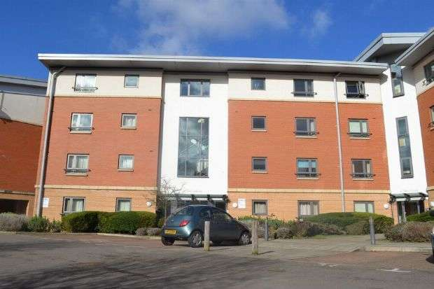 2 Bedrooms Flat for sale in West Cotton Close, Southbridge, Northampton NN4 8BY