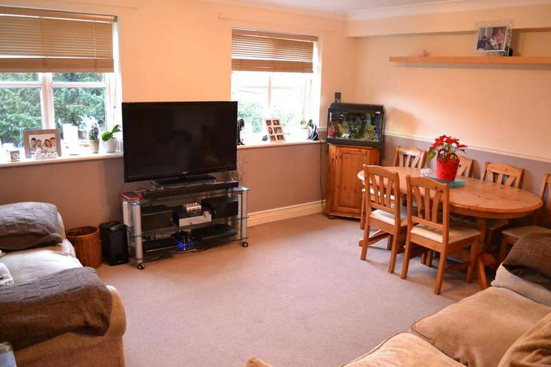 2 Bedrooms Flat for sale in Nathan Court, Franklin Street, Reading RG1