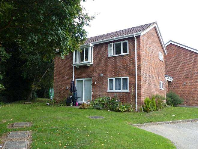 2 Bedrooms Ground Flat for sale in Bellingdon,Carpenders Park,WD19 5BB