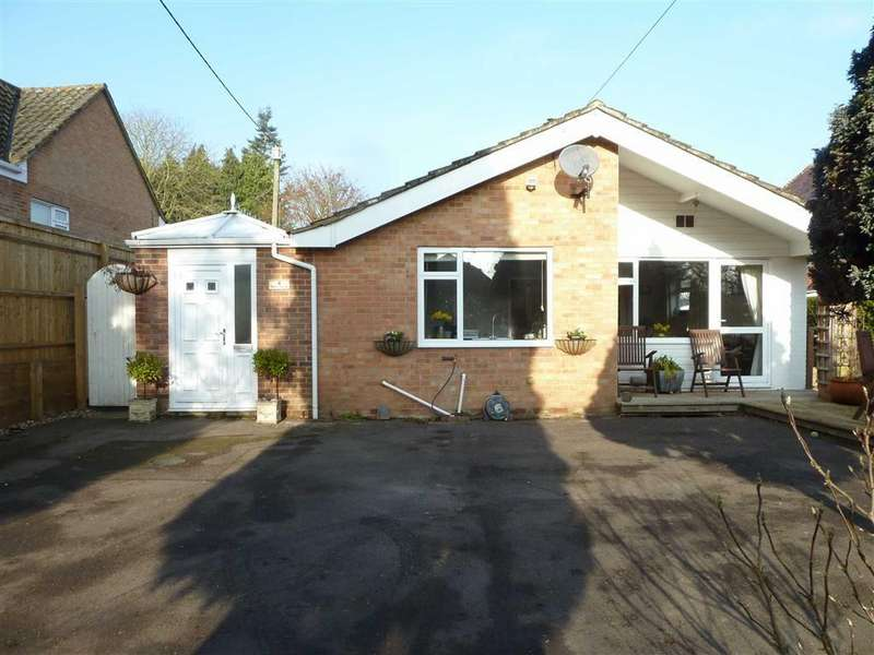 3 Bedrooms Bungalow for sale in Wood Lane, Sonning Common, Sonning Common Reading