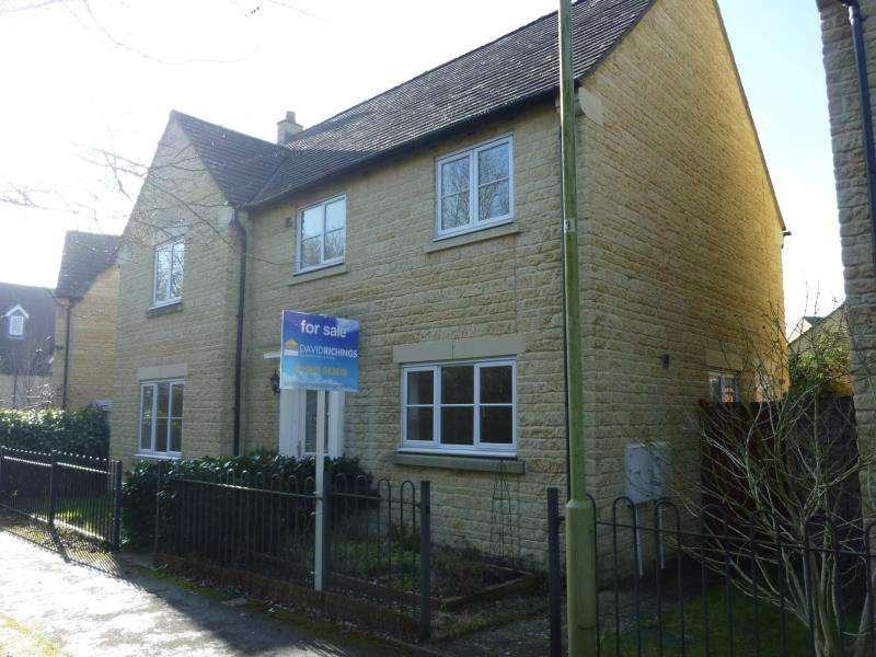 4 Bedrooms Detached House for sale in Laburnum Close, Carterton, Oxon