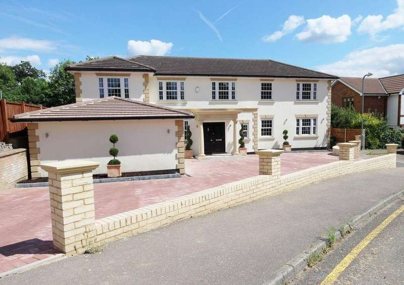 5 Bedrooms Detached House for sale in Bassingbourne Close, Broxbourne, EN10