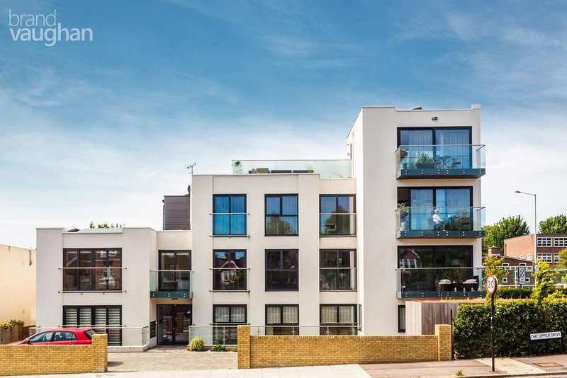 2 Bedrooms Ground Flat for sale in The Upper Drive, Hove, BN3