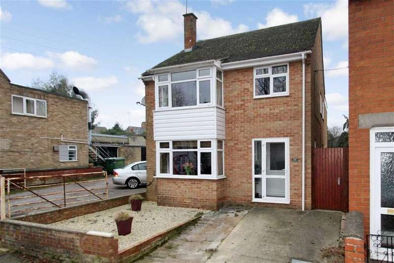 4 Bedrooms Detached House for sale in 102, High Street, Brackley