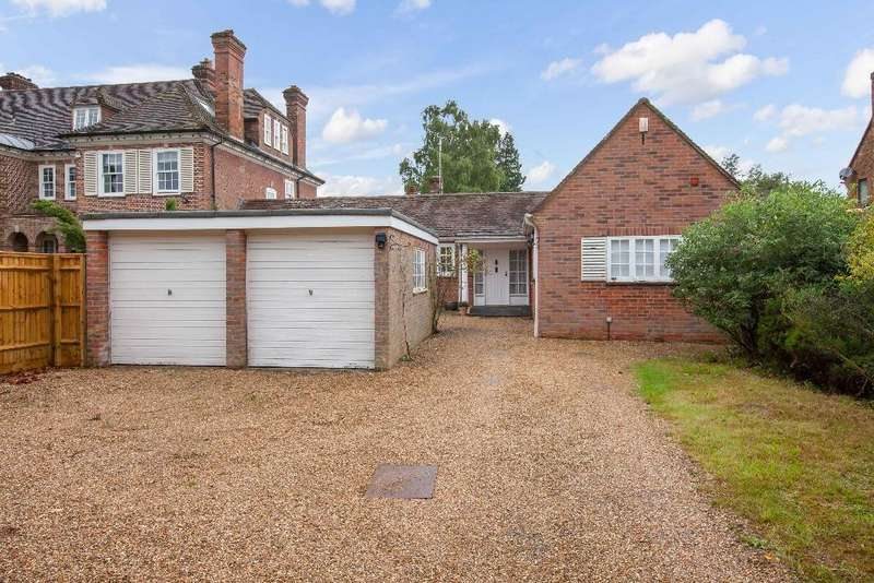4 Bedrooms Link Detached House for sale in Beaconsfield