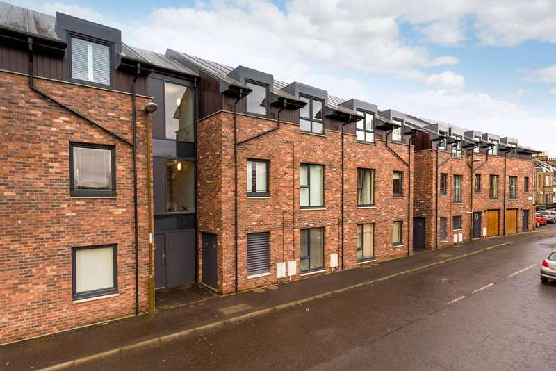 2 Bedrooms Flat for sale in 8/5 Barleyhill Terrace, Leith Links, EH6 8FH