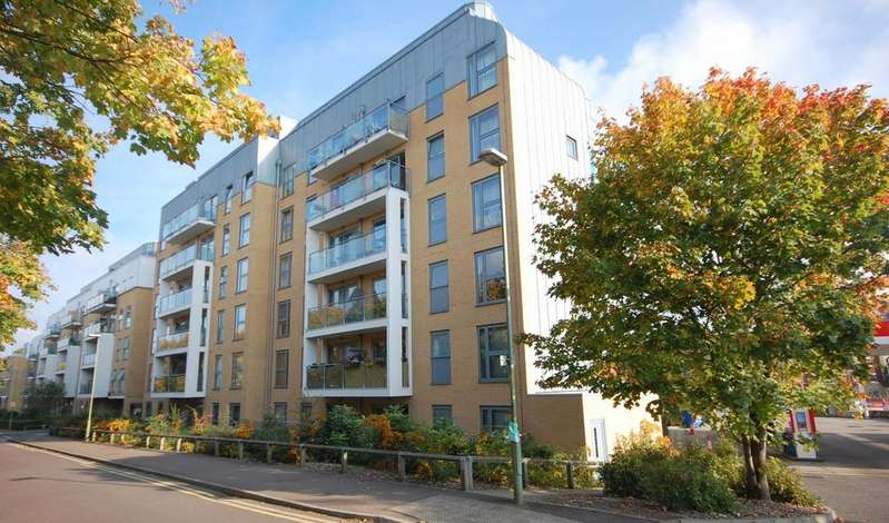 2 Bedrooms Apartment Flat for sale in Woolners Way, STEVENAGE
