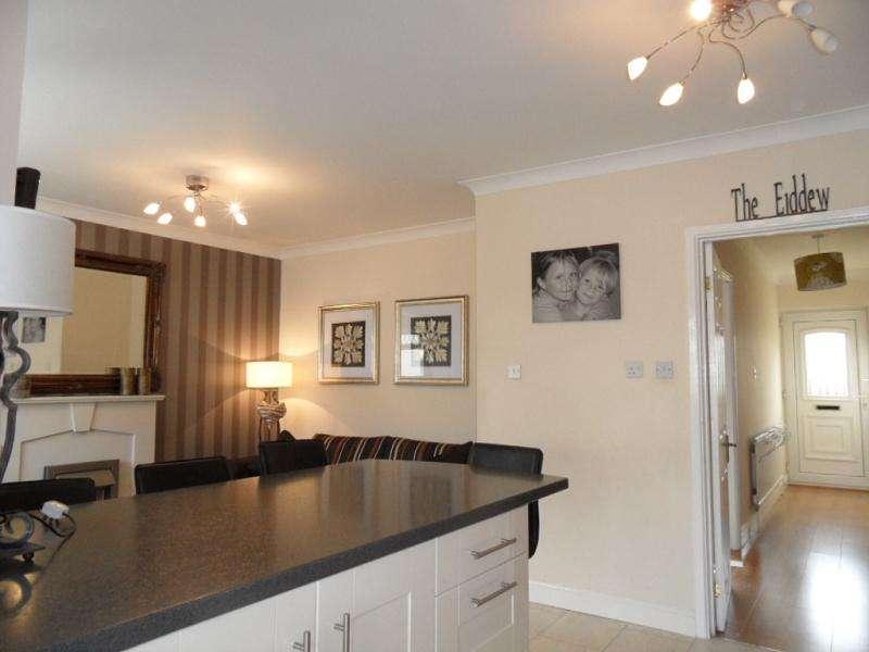 3 Bedrooms Semi Detached House for sale in Glyn Eiddew , Pentwyn, Cardiff. CF23 7BS