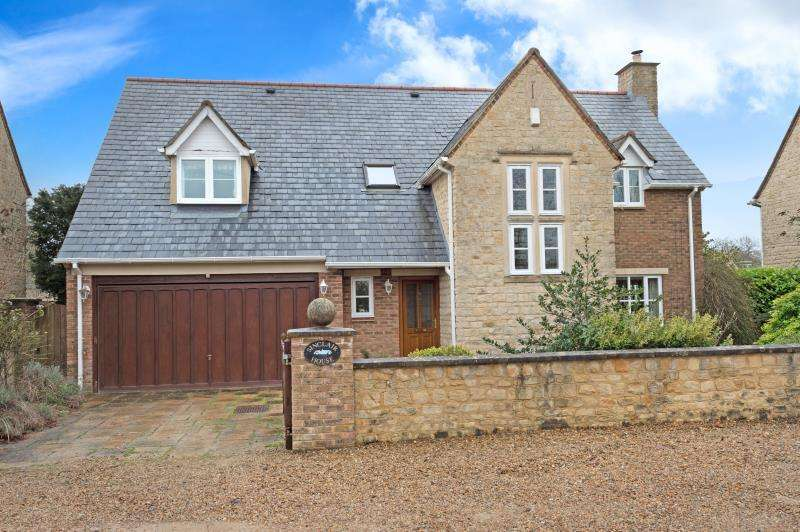 4 Bedrooms Detached House for sale in Sinclair House, Abingdon Road, Standlake, Witney, Oxfordshire