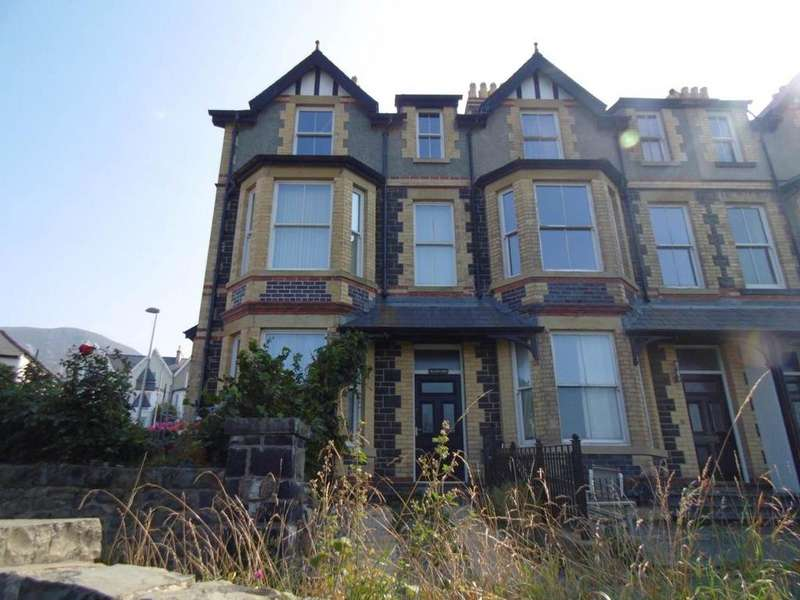 5 Bedrooms End Of Terrace House for sale in Marine Terrace, Penmaenmawr, LL34 6BG