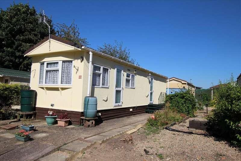 2 Bedrooms Park Home Mobile Home for sale in Hillside Park, Baldock, SG7