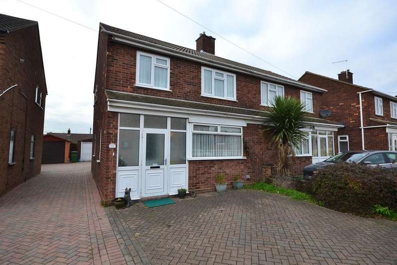 3 Bedrooms Semi Detached House for sale in The Sorrells, Stanford-le-Hope, SS17